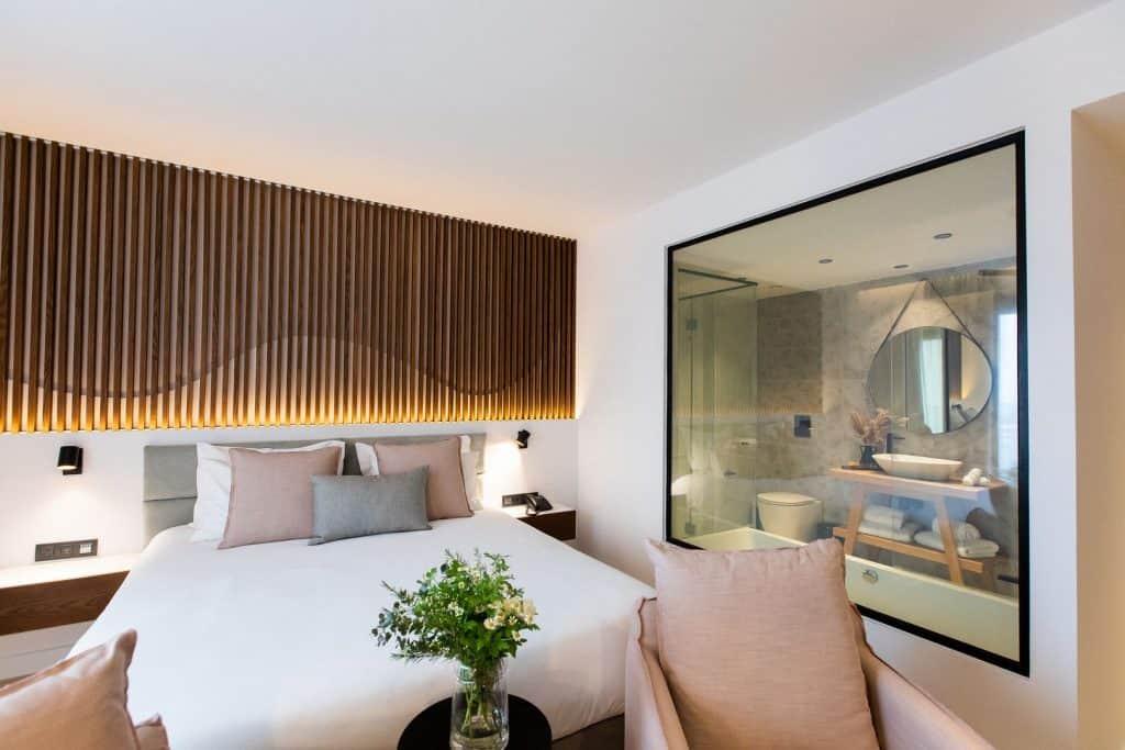 Old-Port-Hotel-Limassol-Superior-Suite (5)